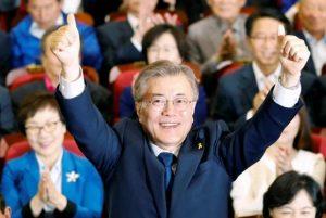 5月9日、韓国大統領選は文在寅候補が勝利する見通しとなった。写真はソウルで同日撮影(2017年 ロイター/Kim Hong-Ji)